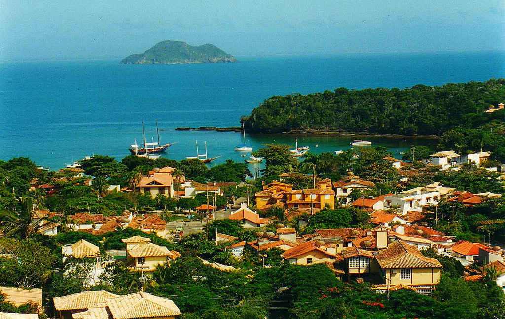 One of the highlights of touring Rio State is undoubtedly Buzios, which is a stunning coastal town not far from the big city.